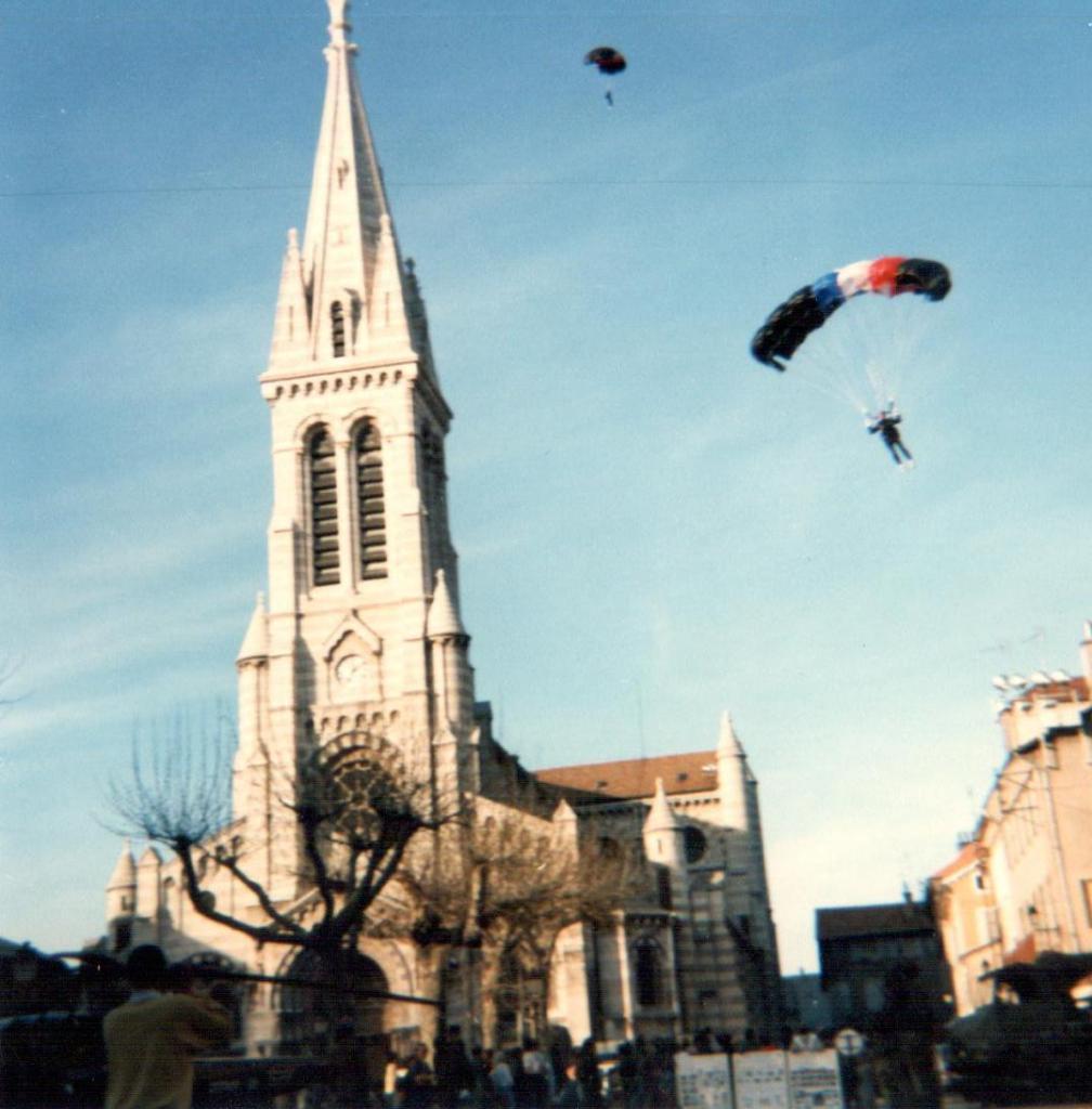 Atterrissage parachutiste 8 mai 1986