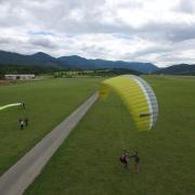 Séance de gonflage parapente sur l'aérodrome de Gap-Tallard