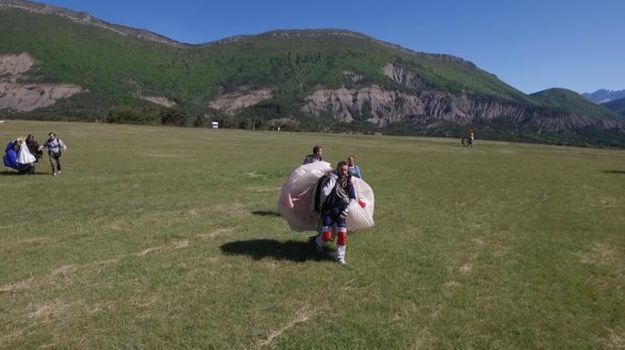 Parachutisme sur l'aérodrome d'Aspres sur Buëch