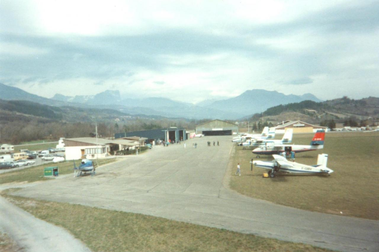 Parking Aéroclub Avril 1993